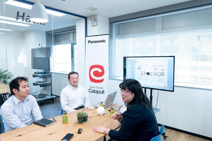 (左から)Panasonic 久保武、Panasonic 山下幸一郎、東京電機大学システムデザイン工学部 徳永弘子博士のサムネイル画像