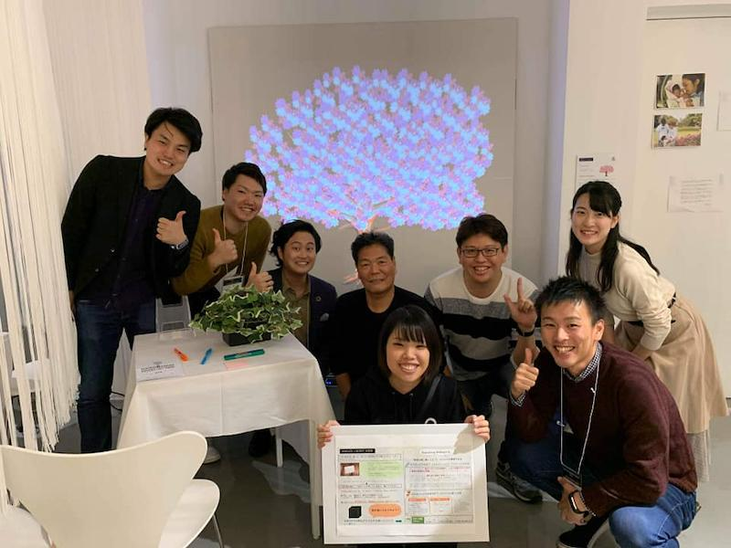 3_仲間と始めた新規事業サークル_Morikawa with members of incubation team.jpg