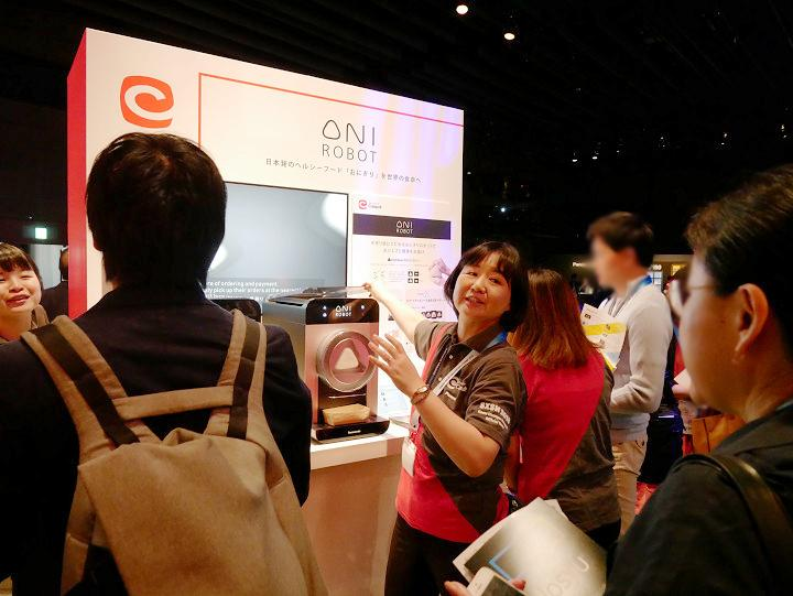 16_OniRobotブース 加古の写真_Picture of Kako at OniRobot booth.jpg