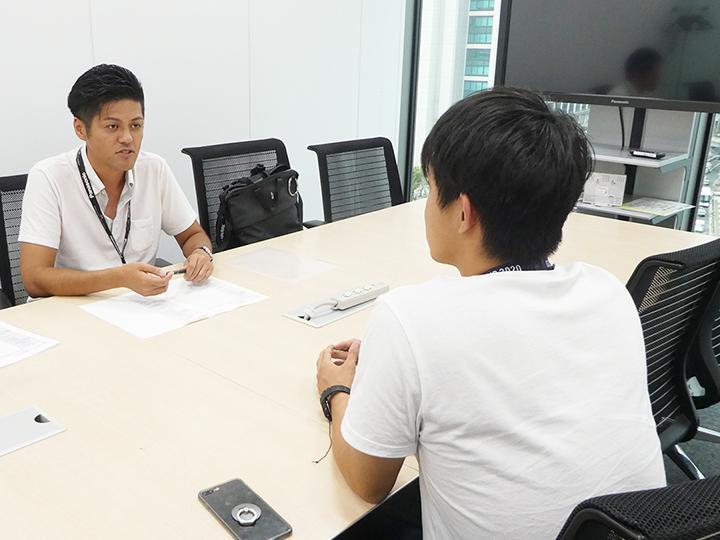 6_インタビューの様子の写真_Picture of interview.jpg