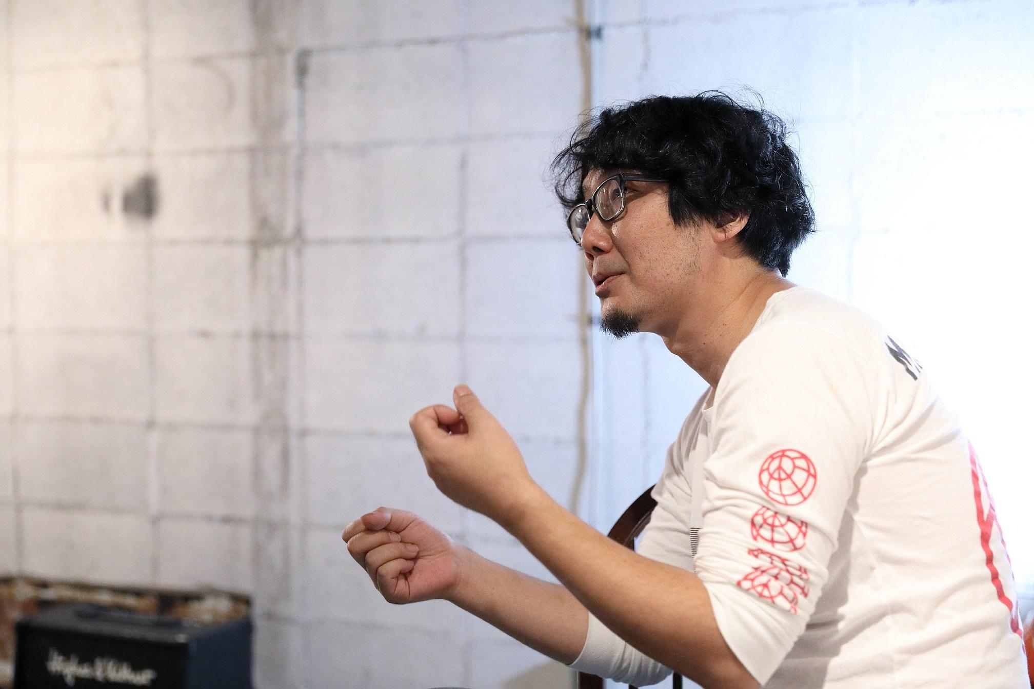 お話される若林氏_Mr. Wakabayashi talking.JPG