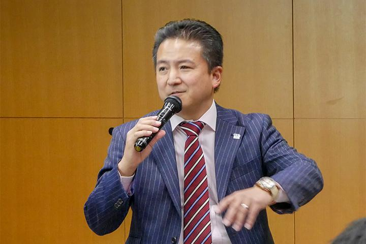 17_発表する八子氏の様子_Picture of Mr.Yako at Cross Value Innovation Forum 2018.jpg
