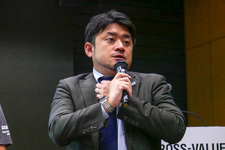 7_発表する光村氏の様子_Picture of Mr.Komura at Cross Value Innovation Forum 2018.jpg