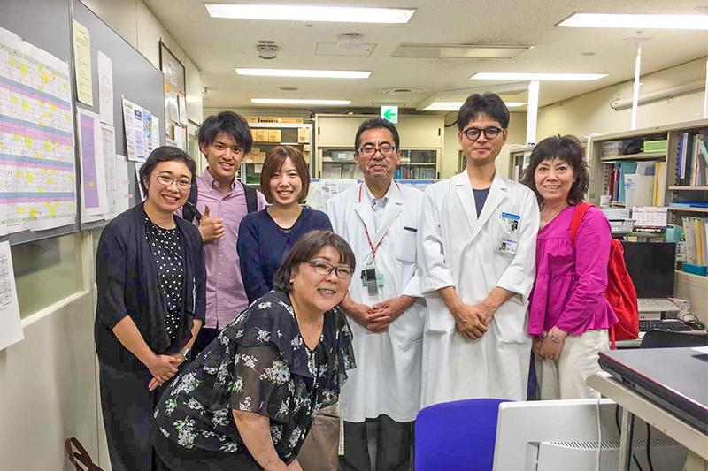 2_Picture of Swallowee members with OSAKA CITY UNIVERSITY HOSPITAL Nutrition Support Team_大阪市立大学医学部附属病院栄養部の先生方との写真