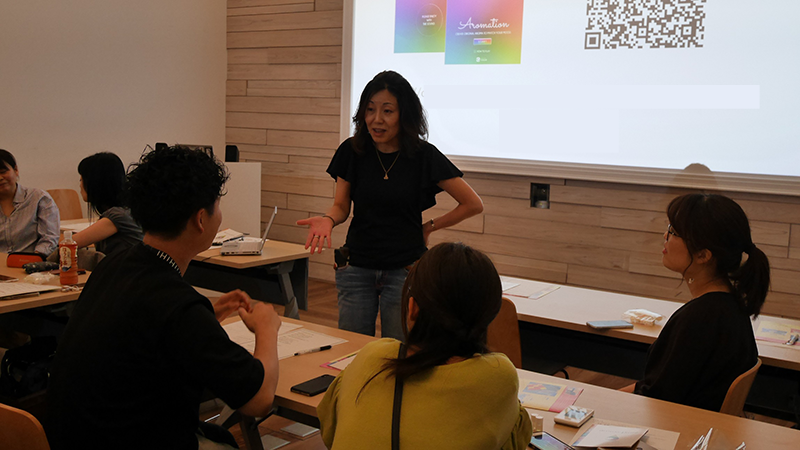 3_WS参加者と語る横田_Yokota discussing with attendees for WS.png
