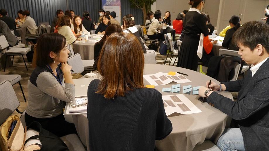 6_ディスカッション中の様子_Group discussion.JPG